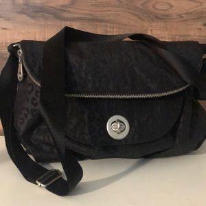 Baggalini hobo messenger black purse